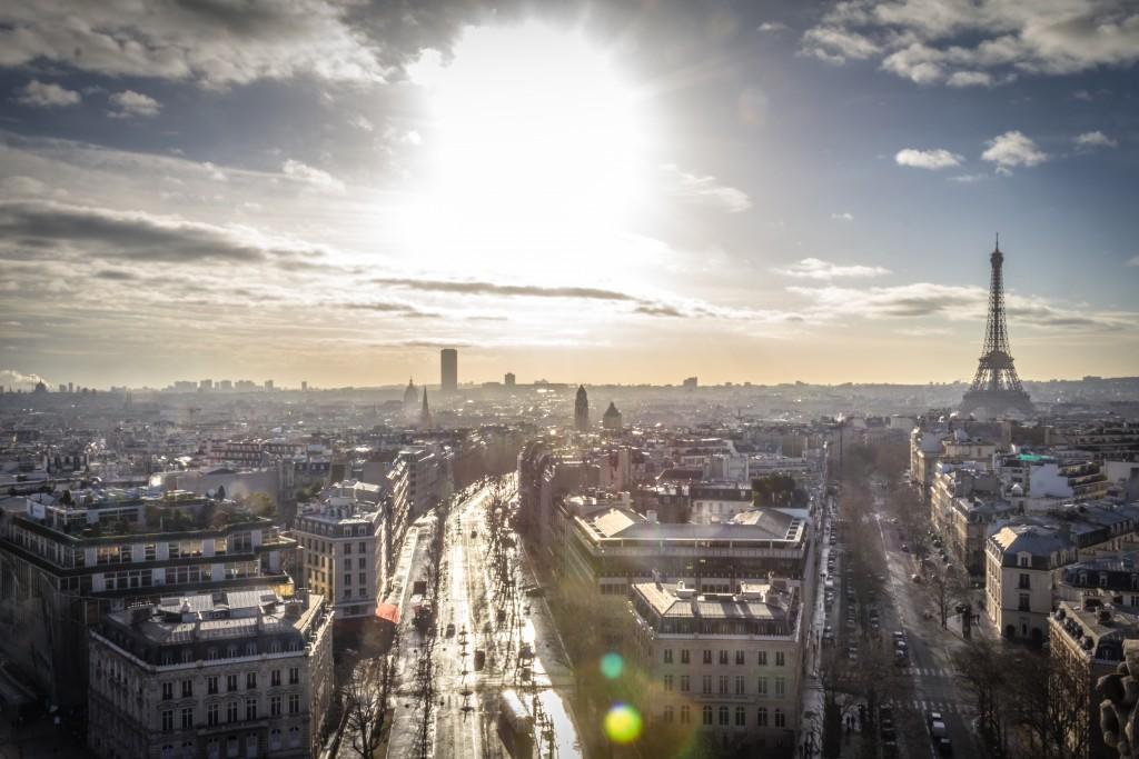 Veja como o turismo de paris funciona nesta segunda-feira e onde comprar euro