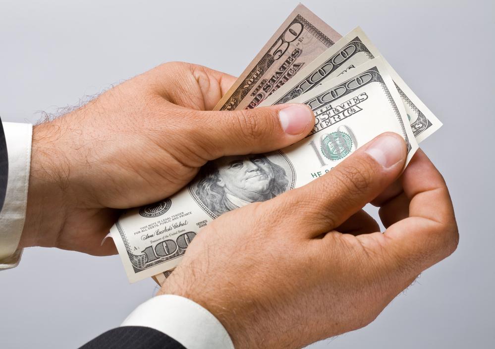 Comprar dólar: tudo o que você precisa saber para não cair numa roubada!