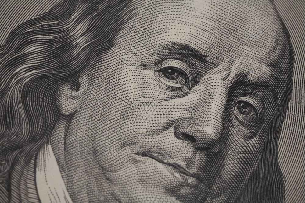 Incertezas na sucessão do Fed e expectativa de reforma fiscal nos EUA elavam cotação do dólar